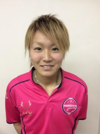 星山彩香選手、2015シーズンノルディーア公式戦ユニフォームプロトタイプ(ホーム)試着。